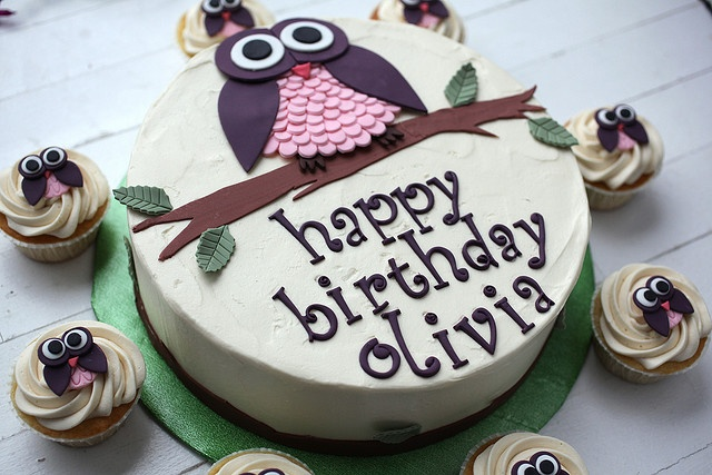 Owls are one of my new 'things'.  And you can never go wrong with a cupcake.
