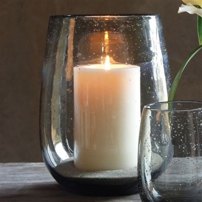 Porta vela o florero de vidrio gris con burbujas. Increíble para decorar sobre una mesa o en la terraza.