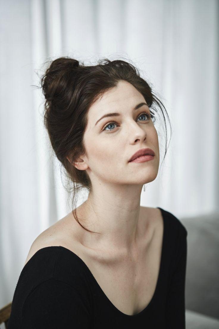Miranda (Jessica de Gouw)