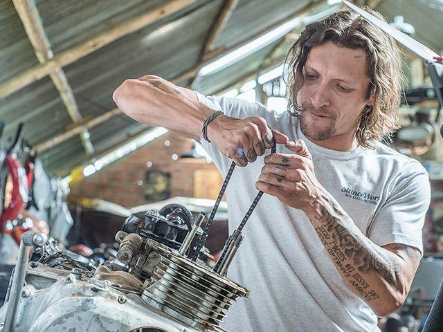 El Bogotano Camilo Pinzón, experto y apasionado por las motos y los motores en general, será la nueva cara de Martes de Motores de Discovery Channel, como parte del compromiso de Discovery Communications Colombia por destacar nuestro país y a su t...
