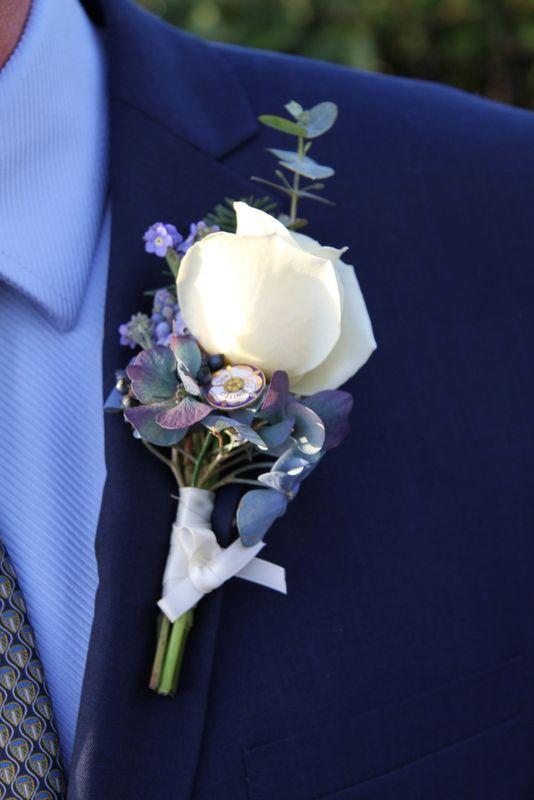 1101 best wedding boutonnieres flowers for men grooms gay wedding images on pinterest. Black Bedroom Furniture Sets. Home Design Ideas