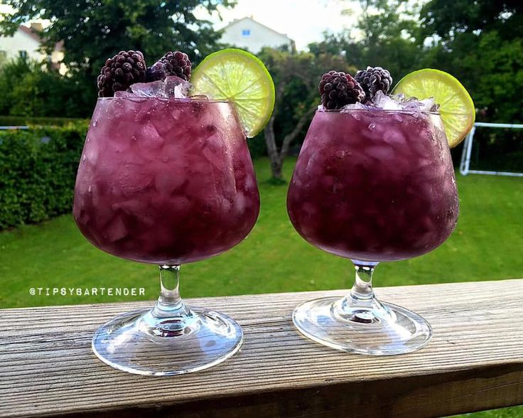 Blackberry KO Cocktail - For more delicious recipes and drinks, visit us here: www.tipsybartender.com