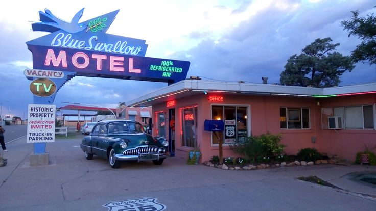 Tucumcari - blue swallow motel on Route 66 -  stay here