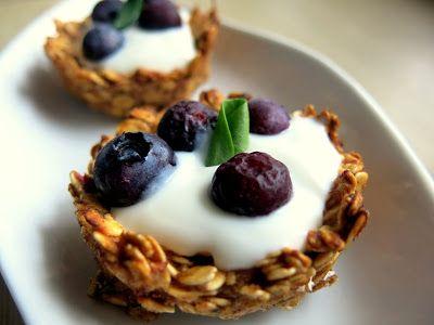Kropla Oliwy: Kubeczki owsiane z jogurtem i owocami