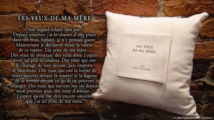 Coussin livret de Denis Meunier : Les yeux de ma mère :: $40.95
