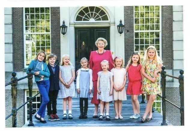 Prinses Beatrix met haar kleinkinderen
