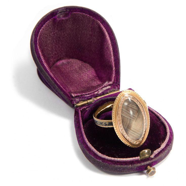 Das Vierte Gebot - Englischer Trauerring aus Gold & Email mit Haareinlage, datiert 1782 von Hofer Antikschmuck aus Berlin // #hoferantikschmuck #antik #schmuck #antique #jewellery #jewelry // www.hofer-antikschmuck.de