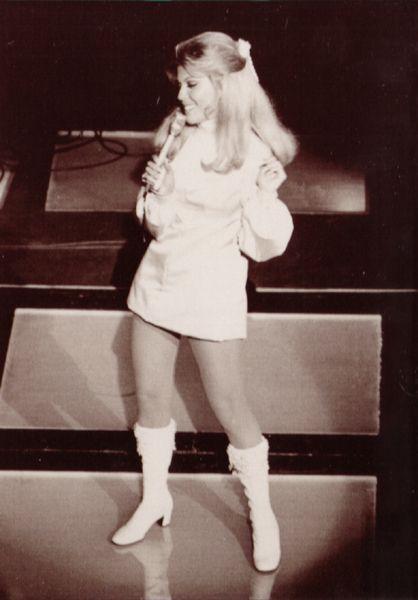 Nancy Sinatra onstage