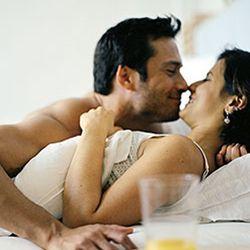 7 Hal Yang Disukai dan Diinginkan Wanita Saat Bercinta, Bercinta adalah hal yang lumrah dilakukan setiap pasangan suami istri, mereka meluapkan segala nafsu saa