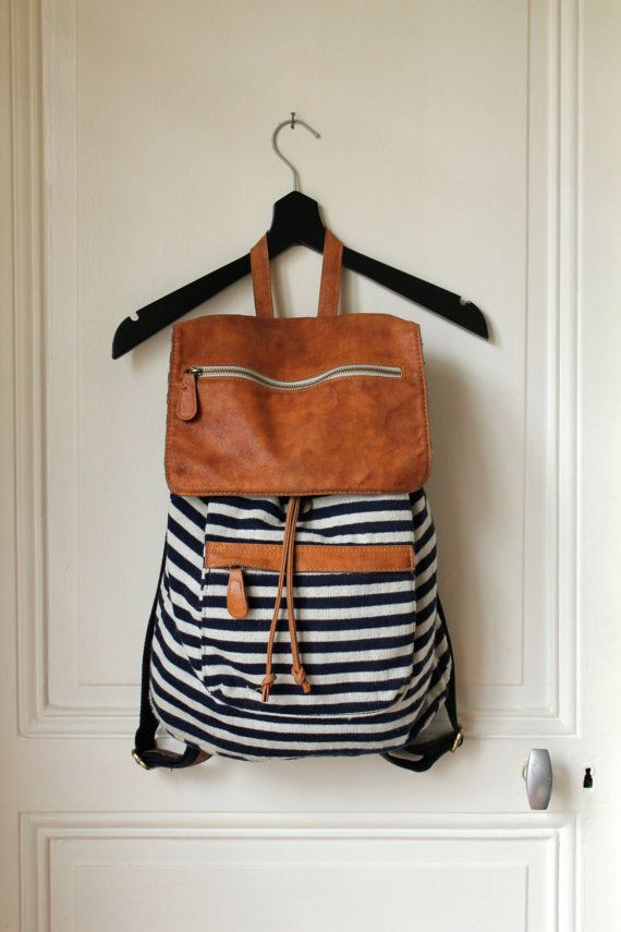 Hop, on enfile notre sac assorti sur une épaule... http://www.hespring.com/fr/collections-femmes/699-zt09-suede-red.html