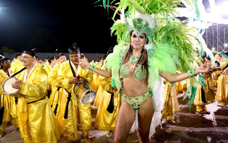 Marcia Freire é segunda princesa da bateria da Unidos de Vila Maria,a quinra escola a se apresentar no segundo dia de desfiles doo Grupo Especial