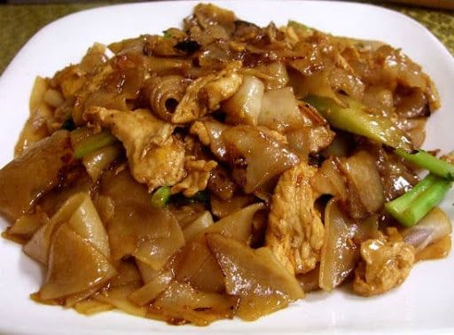 Pad See Ew With Rice Noodles, Chicken Breasts, Broccoli, Oil, Clove, Sweet Soy Sauce, Fish Sauce, Oyster Sauce, Sugar