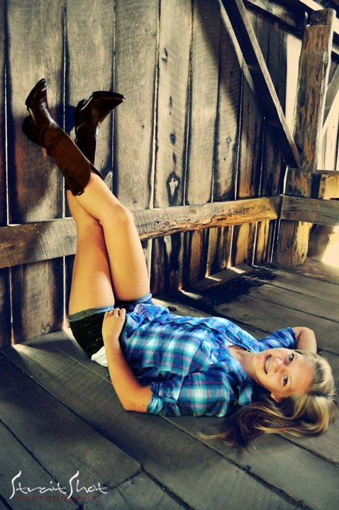 cowgirl senior photos  I want thisssss as my senior picture!