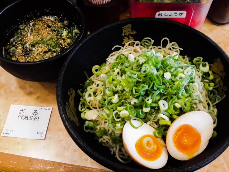 HAKATA FURYU - ざるラーメン 半熟玉子 [ZARU RAMEN HANJUKU TAMAGO] เส้น NOODLE : 10 ซุป DIPPING SOUP : 9 รสชาติ TASTE : 10 การบริการ SERVICE : 8 ความพึงพอใจ SATISFACTION : 9 อิเคะบุคุโระ [Ikebukuro] หนึ่งในย่า...