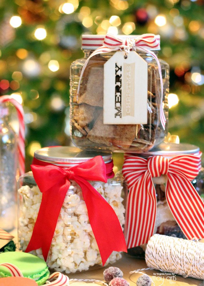 Do you give Christmas Baking gifts? Honestly I seldom do because I'm so crazy busy with catering this time of year. But when I do get the chance to whip up some yummy cookies or a tasty nuts and bolts snack I love to package them up really cute!