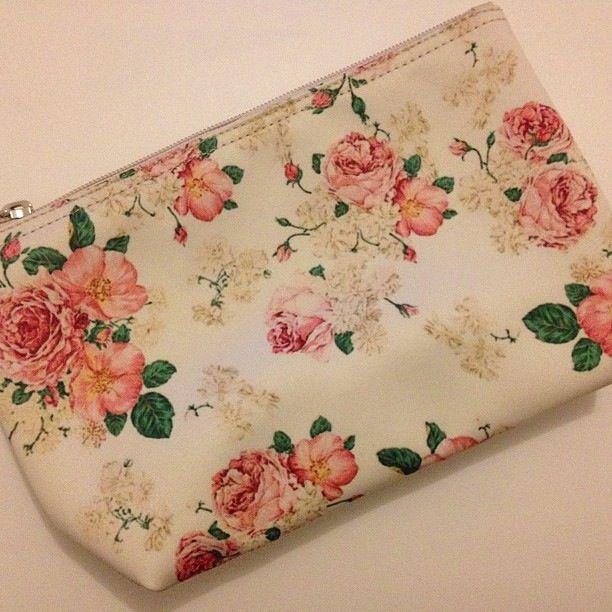 Pouch Flower 6 IDR80.000 #pouch#pouchflower#dompet#bunga#vintage#flower#elegant#classy#pink#pastel#gorgeous#unique#murmer#jualanku#bukalapak#jualankakak#photoftheday#instagram#jakarta#indonesia#olshopindo#trustedseller#trustedolshop#highquality
