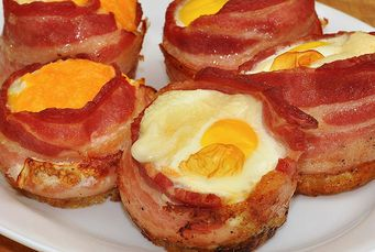 Bacon & Eggs Breakfast Cups - bacon, eggs and toast baked into muffin cup. Cute and Yum! #Bacon: https://www.zayconfoods.com/campaign/12