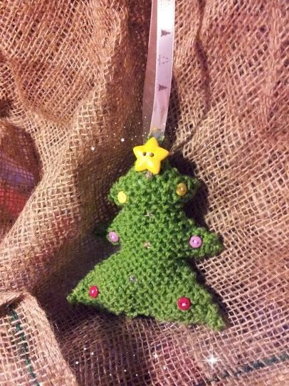 Knitted Christmas Tree Decoration:  Country Baskets Festive Face-Off Blogger Challenge