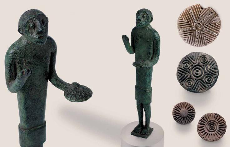 Sardinia, bronze sculpture representing a bidder - Pintadera