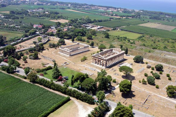 Paestum - Paestum is situated close to the Tyrrhenian coast on the road linking #Agropoli to Battipaglia. Its population is mainly located in the quarters surrounding the ancient Graeco-Roman ruins.