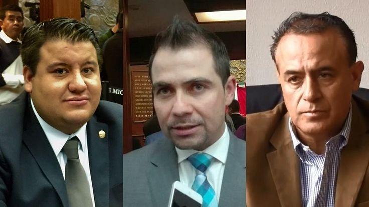 Manuel López, Juan Pablo Puebla y Pascal Sigala aprovecharon que los representantes de los medios de comunicación entrevistaban a Carlos Maldonado sobre el tema de la reestructuración de la deuda ...