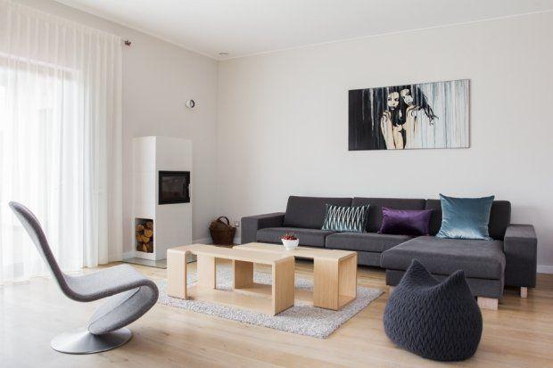 JODŁA ZA MIASTEM /_\ minimalizm udomowiony \ design _KASIA ORWAT home design \ photo _WERONIKA TROJANOWSKA \ sofa Linnea by SITS \ pufa Slumber by Casalis