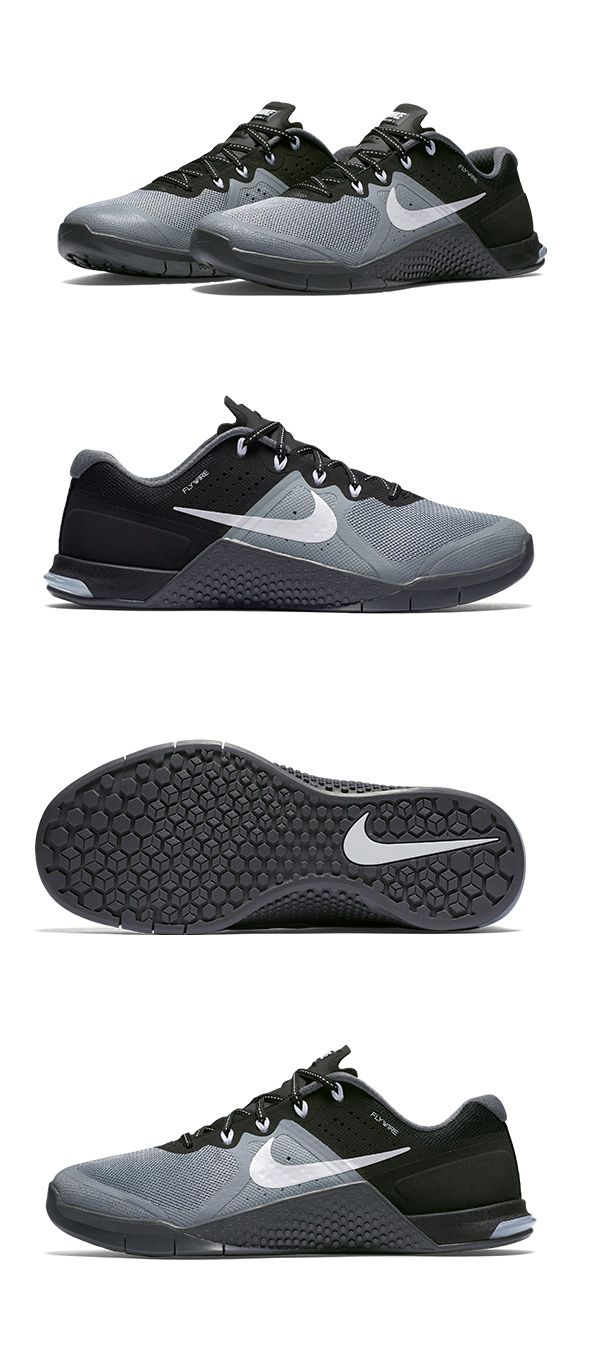Move from box jumps to rope climbs in the Nike Metcon 2 Women's Training Shoe — made flexible so you can stay quick, and built tough to hold up to HIT.