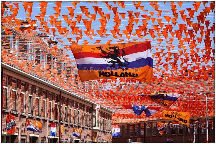 De meest oranje straat van NL is nu al de Koppelstokstraat in Scheveningen !