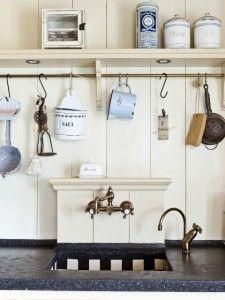 Brocante keuken met spullen uit grootmoeders tijd
