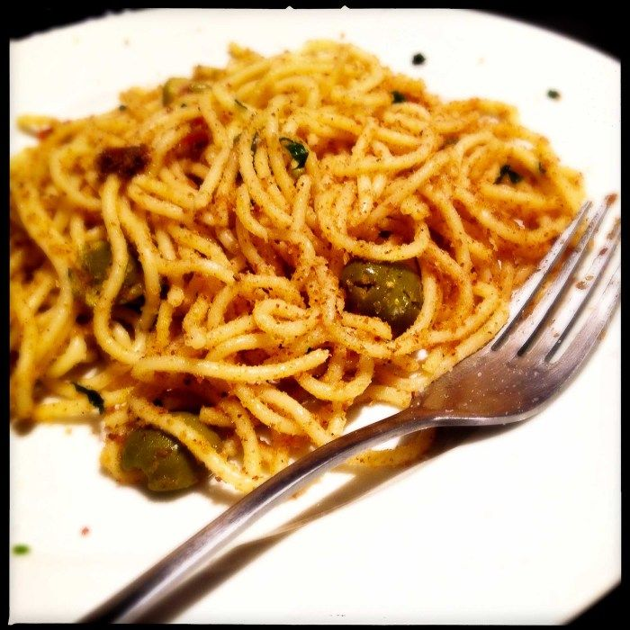 Spaghetti with anchovies, breadcrumbs and garlic - Gino D'Acampo