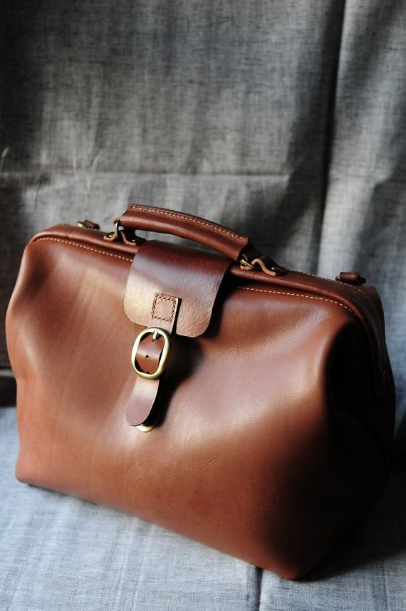 Hand Stitched Brown Leather Doctor Bag/ di ArtemisLeatherware