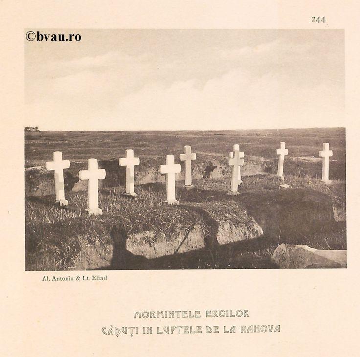 """Mormintele eroilor căzuţi în luptele de la Rahova, 1902, Romania. Ilustrație din colecțiile Bibliotecii Județene """"V.A. Urechia"""" Galați. http://stone.bvau.ro:8282/greenstone/cgi-bin/library.cgi?e=d-01000-00---off-0fotograf--00-1----0-10-0---0---0direct-10---4-------0-1l--11-en-50---20-about---00-3-1-00-0-0-11-1-0utfZz-8-00&a=d&c=fotograf&cl=CL1.44&d=J246_697980"""