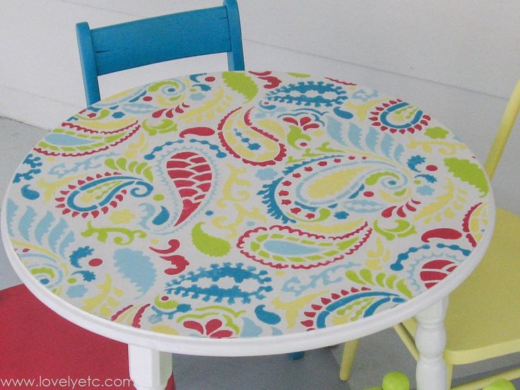 This little painted child's table and chairs is so fun and playful!  And with the help of a paisley stencil, it is so easy to get this fun look.