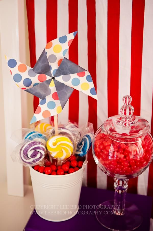 Cute idea to put the lollipops in a bucket of candy :)