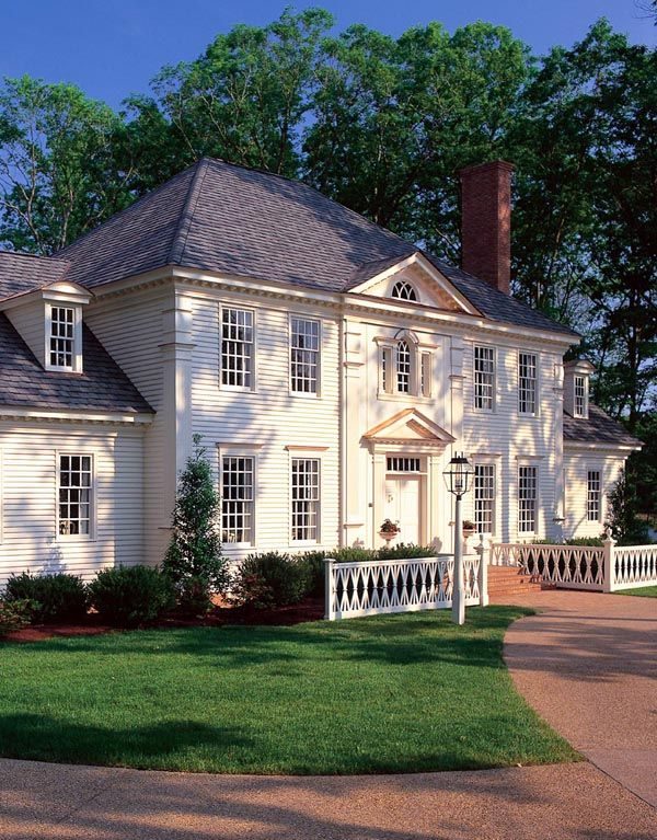 Hip roof house plans woodworking projects plans for Southern colonial house plans
