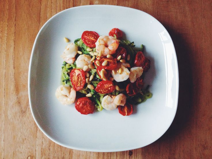 Courgetti is een heerlijke manier om pasta-achtige gerechten te makenzonder de wagonlading tarwe en koolhydraten die je hier normaal gesproken mee binnenkrijgt. Ook is het een makkelijke manier om...