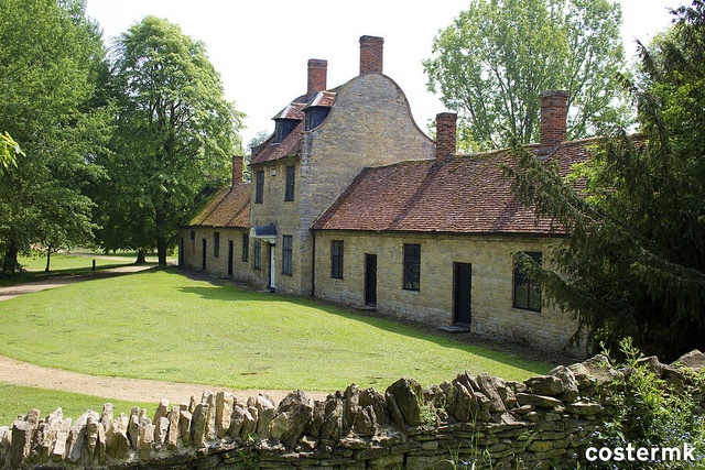 Former School House and Almhouses, Great Linford (145/366) by @costermk, via Flickr