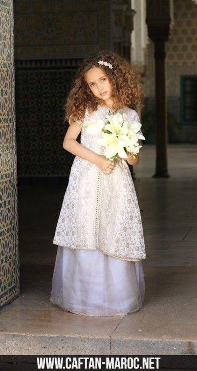 Caftan demi manches pour fille en brocard et organza.Caftan robe à offrir à vos fillettes pour les occasions spéciales,faites de vos petites des princesses attirantes.
