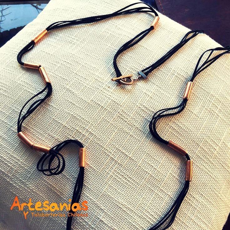 Collar de cuero con aplicaciones de cobre y broche de cobre. Exclusivo para quienes aprecian   la artesanía y lo natural.  #ArtesaniasyTalabarterias #AccesoriosChile