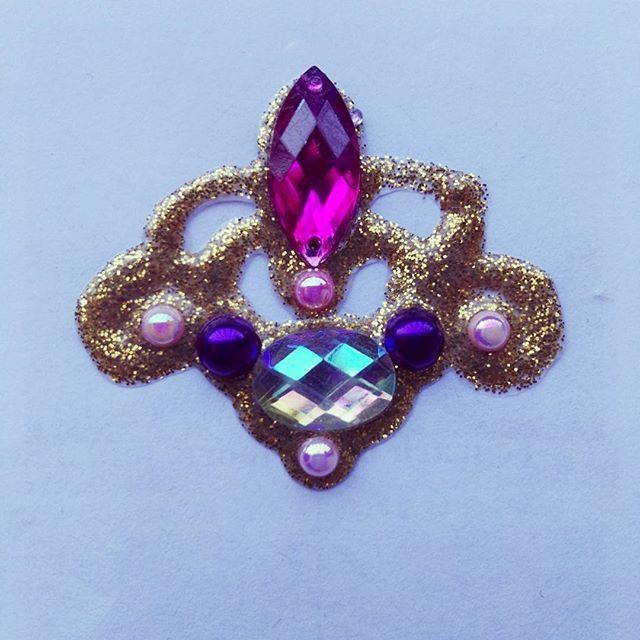 Bling! Bling! Bling!😍😍 #bling #gems #jewels #blingclusters #bodybling #facebling #workshop #facepainting #maquillajefantasia #joyas #maquillajeartistico #tulip #pintacaras #barcelona #ripollet #brillibrilli