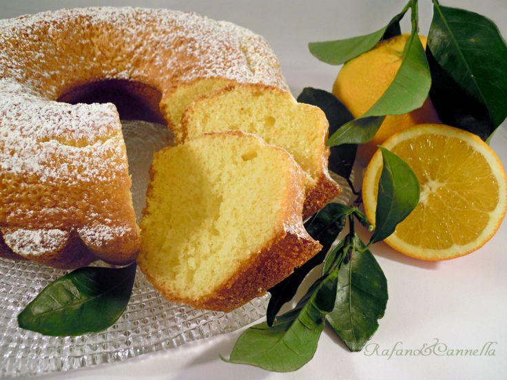 Oggi propongo un dolce che a me piace molto: la ciambella all'arancia. Ottima per la prima colazione o la merenda o quando avete voglia di qualcosa di dolce