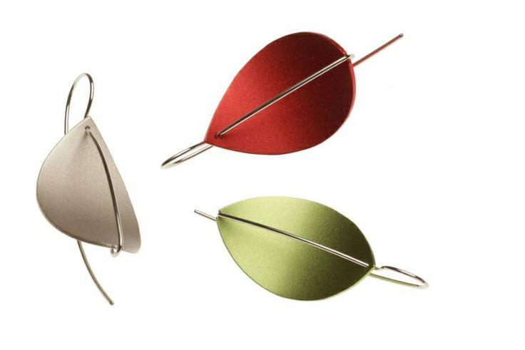 Goudsmid Roxan is verkoop punt van Apero. Apero Zwitserland is de naam van een zeer uitgebreide collectie sieraden in edelstaal met geanodiseerd aluminium in 16 prachtige kleuren en alle combinaties daarvan. Eindeloos te combineren, tijdloos en degelijk gemaakt.