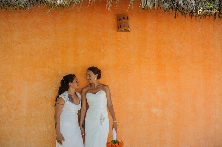 Love this colourful wedding photo!  @fiestagroup @bicoastalimages #lizmooreweddings