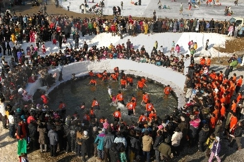 Hwacheon Sancheoneo (Mount Trout) Ice Festival