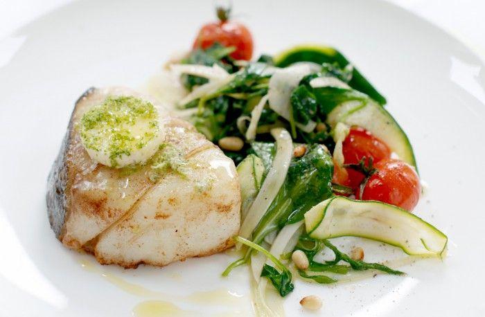 recept på rimmad ugnsbakad torsk med varma grönsaker och körsbärstomater.