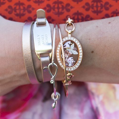 New Origami Owl Rose Gold Classic Living Locket Bracelet with Swarovski Crystal also come in Silver check it out at. Http://annettewells.origamiowl.com