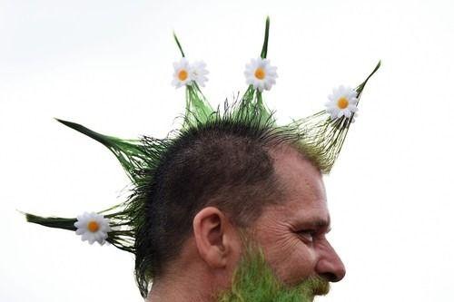 #art # 英野外音楽祭 # グラストンベリー (Via:英野外音楽祭「グラストンベリー」、ジョニー・デップも登場 ) なかなかファンキーなヘアースタイル^^; ガーデニング、園芸にはヤシマットを!