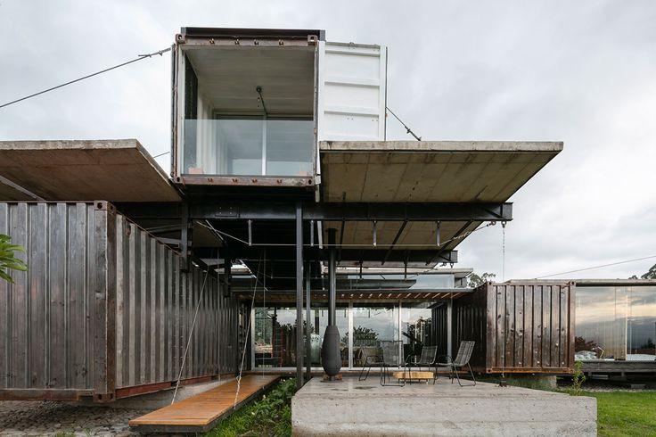 Vista exterior. Casa RDP por Daniel Moreno y Sebastián Calero. Fotografia © Lorena Darquea.