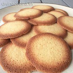 Para unas 30 galletas de coco y vainilla necesitamos: - 60 gr de harina - 60 gr de manteqilla blanda - 60 gr de azúcar glas - 3 claras de huevo (yo he usado claras pasteurizadas de Hacendado) - 1 cucharada de vainilla líquida - 50 gr de coco rallado - Una pizca de sal
