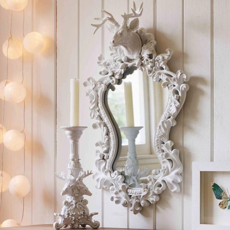 This enchanting wall mirror is beautifully detailed and crafted from white resin.
